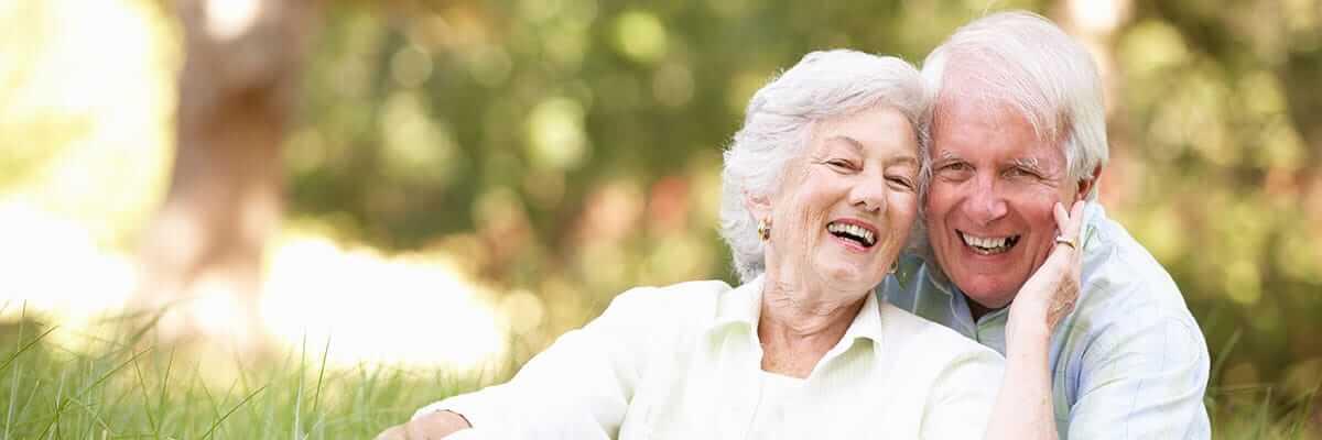 Anziani felici insieme