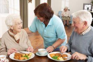 Assistenza al pasto per anziani